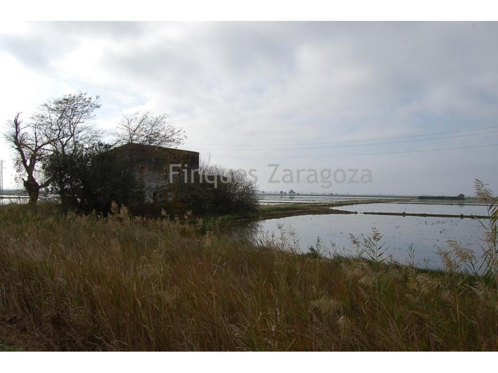 Rustic villa of about 7.500 sq m.The estate has a Mediterranean cottage of 200 sq.m to be restored.