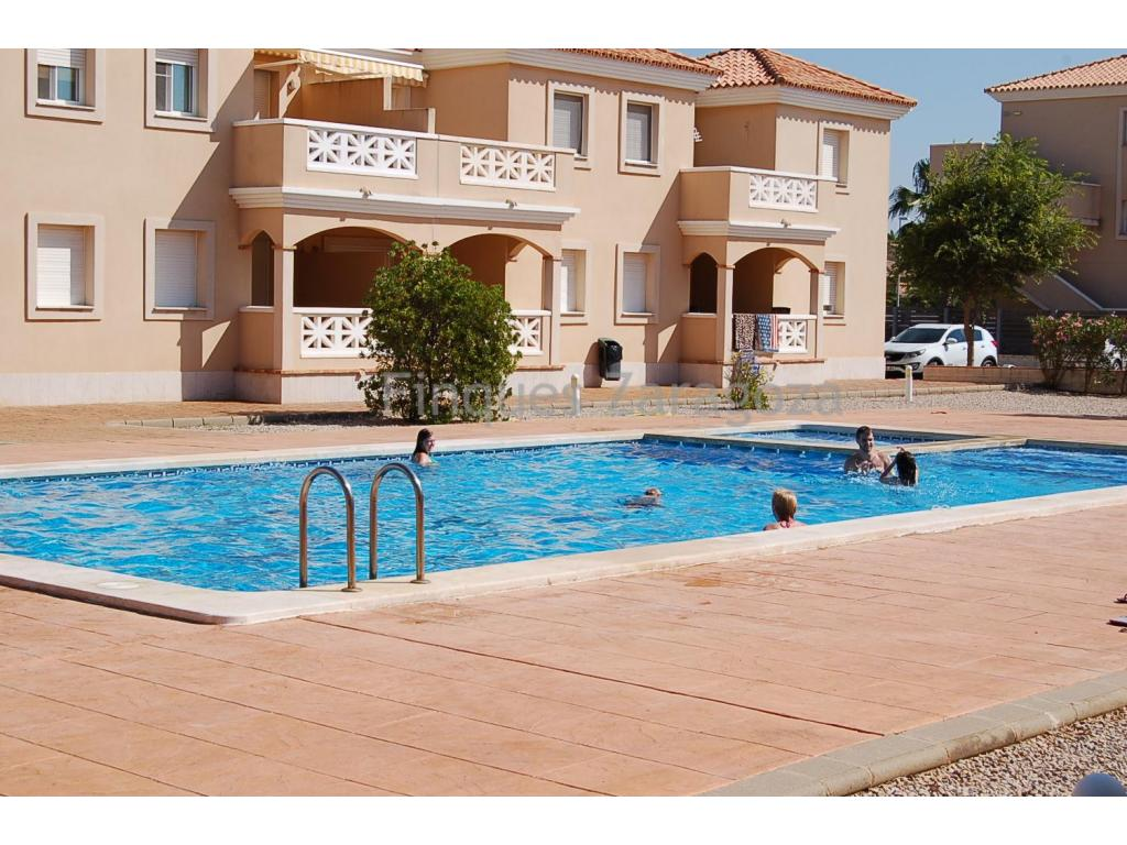 Ground floor apartment with pool in Riumar with 2 double bedrooms, bathroom with bath, kitchen, terrace and entrance hall.The apartment includes a parking space and use and enjoy the communal pool.The residential complex is located in front of the promenade.
