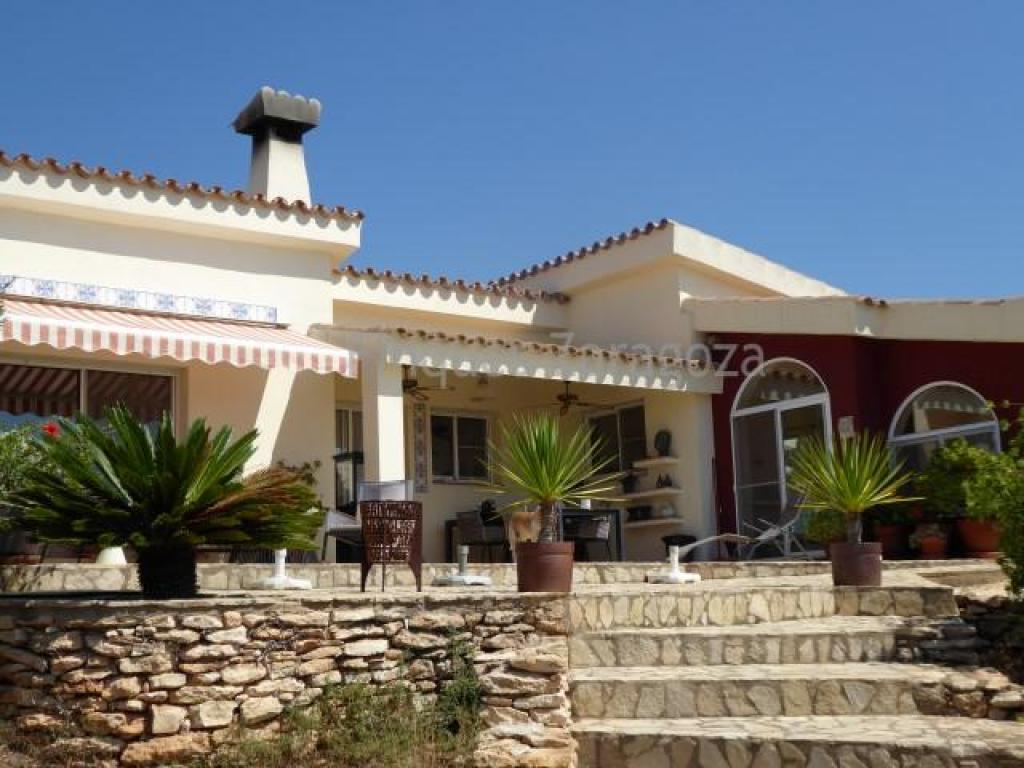 Impressive farmhouse located in a natural setting between Tortosa and L`Ampolla. Built with quality materials this house has 2 bedrooms (one onsuite), large kitchen open to two living rooms. Living room with fireplace, living room, bathroom with Jacuzzi, cellar, terraces surrounding the house and auxiliary warehouses. There is also a guest house with 1 double bedroom, bathroom, large kitchen, living room with fireplace. The surrounding land farm - 2.7 hectares - is planbted with olive trees in production. Water from well and and electricity via alternative energy system with solar panels and wind energy, supplying all the needs of the house. Spectacular panoramic views of the Delta l`Ebre. Good access