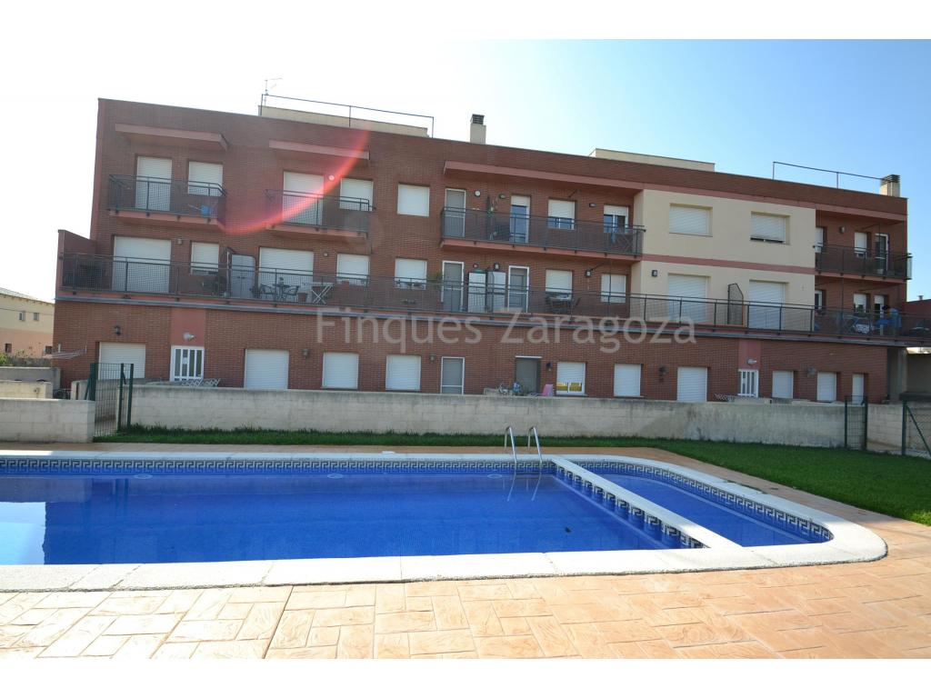 This apartment is located in one of the quietest residential areas of Deltebre, located 300 meters from the River Ebro Promenade Walk, a place where people take advantage of outdoor activities such as walking, cycling, skating and many more.The apartment has 48m2 useful and consists of 2 bedrooms, a bathroom, kitchen with dining room and balcony. In the back of the property there is a communal pool with natural grass and an area with parking spaces.On the roof of the block there is a communal terrace from which we have spectacular views of the Ebro River and the Delta in general.It has the installation of air conditioning (hot and cold) and aluminum windows with double glazing.The apartment is sold without furniture.