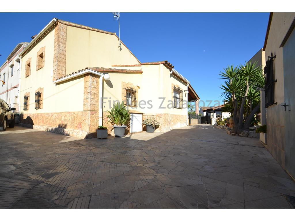 Maison de 173m2 construite avec 536m2 de terrain à Deltebre, près de l'Èbre et du pont