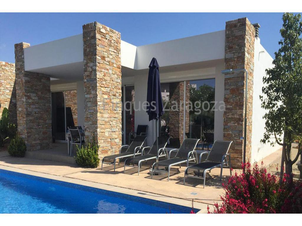 Next construction. Last standing houses for sale in Alcanar Playa, Costa Dorada. The houses are located about 500 meters from the sea. The shops are 1km away, in St Carles de la Rápita. It has an area of 105m² with a covered terrace of 20m². The plot is 400m². It has air conditioning, swimming pool with solar heater. The heated pool measures 3.5 x 8. The villa has 3 bedrooms and 2 bathrooms. All the shutters are electric. Living room, dining room and open kitchen. There is an open-air parking space.